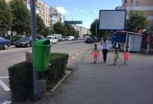 Bulevardul Dacia din Mioveni are noi coşuri de gunoi