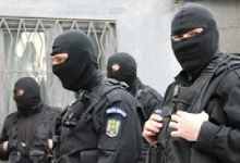 REȚINUT DE POLIȚIȘTI PENTRU ÎNȘELĂCIUNI ȘI FRAUDE INFORMATICE