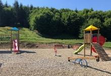 Parcul de joacă pentru copii din cartierul Făget a fost modernizat și dotat cu echipamente noi